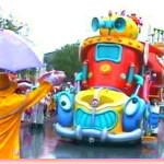 雨パレードに隠れグーフィ