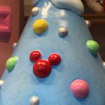クリスマス限定!ショーウィンドウの隠れミッキーはコレだ!